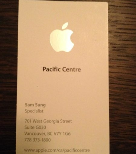 Sam Sung Helps Out In Apple Store
