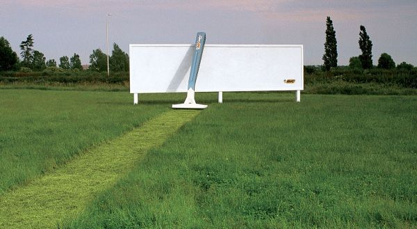 grass_razor_advertising